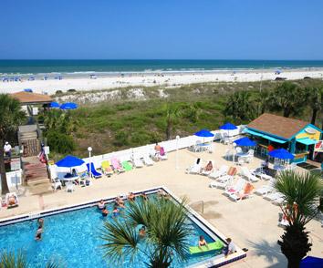 Outdoor pool & beach bar