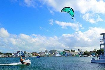green-turtle-play-kiteboarding