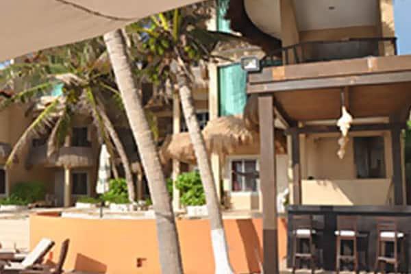 isla-mujeres-dine-poolbar